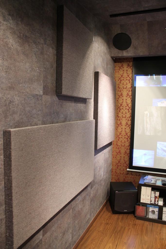 多目的防音室の吸音パネル