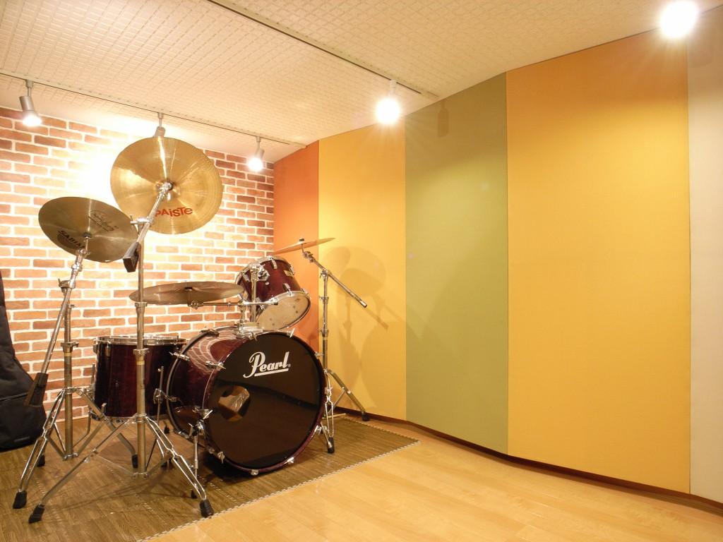 戸建住宅の半地下に制作したドラムスタジオ防音室