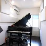ピアノ防音室で・・・